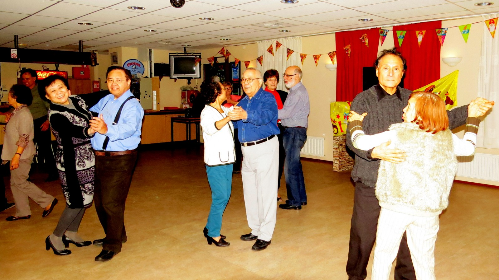 Ballroomdansen 2013d1129t2120 qzh ZoetermeerS Gaardedreef (Patio)